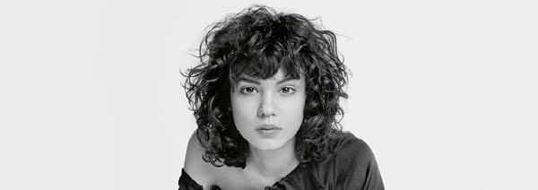 Authentic Beauty Concept Authentisches Haar