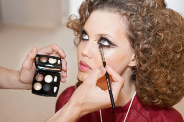Backstage Beauty: Dramatische Augenblicke bei Chanel
