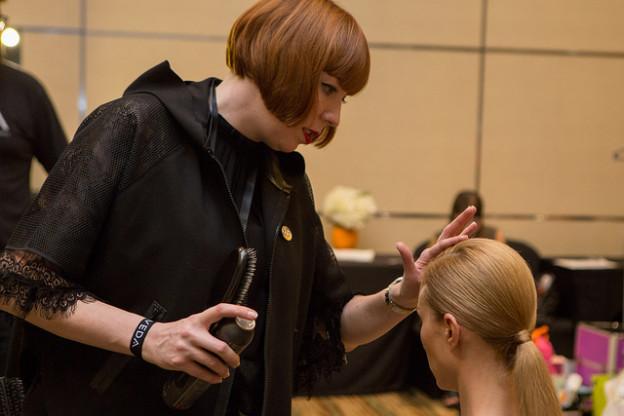 Frisuren-Inspiration: Backstage mit Aveda bei Stella McCartney für Adidas
