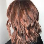 Farb-Inspiration: Rose-Brown gibt brünettem Haar einen neuen Anstrich!