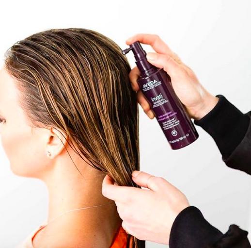 Haar-Tipps: So pflegen wir auch unsere Kopfhaut!