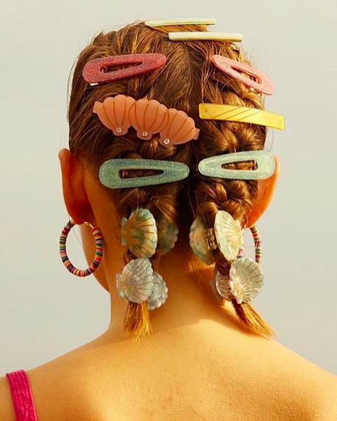 Frisuren-Inspiration: Haarspangen hoch Tausend!